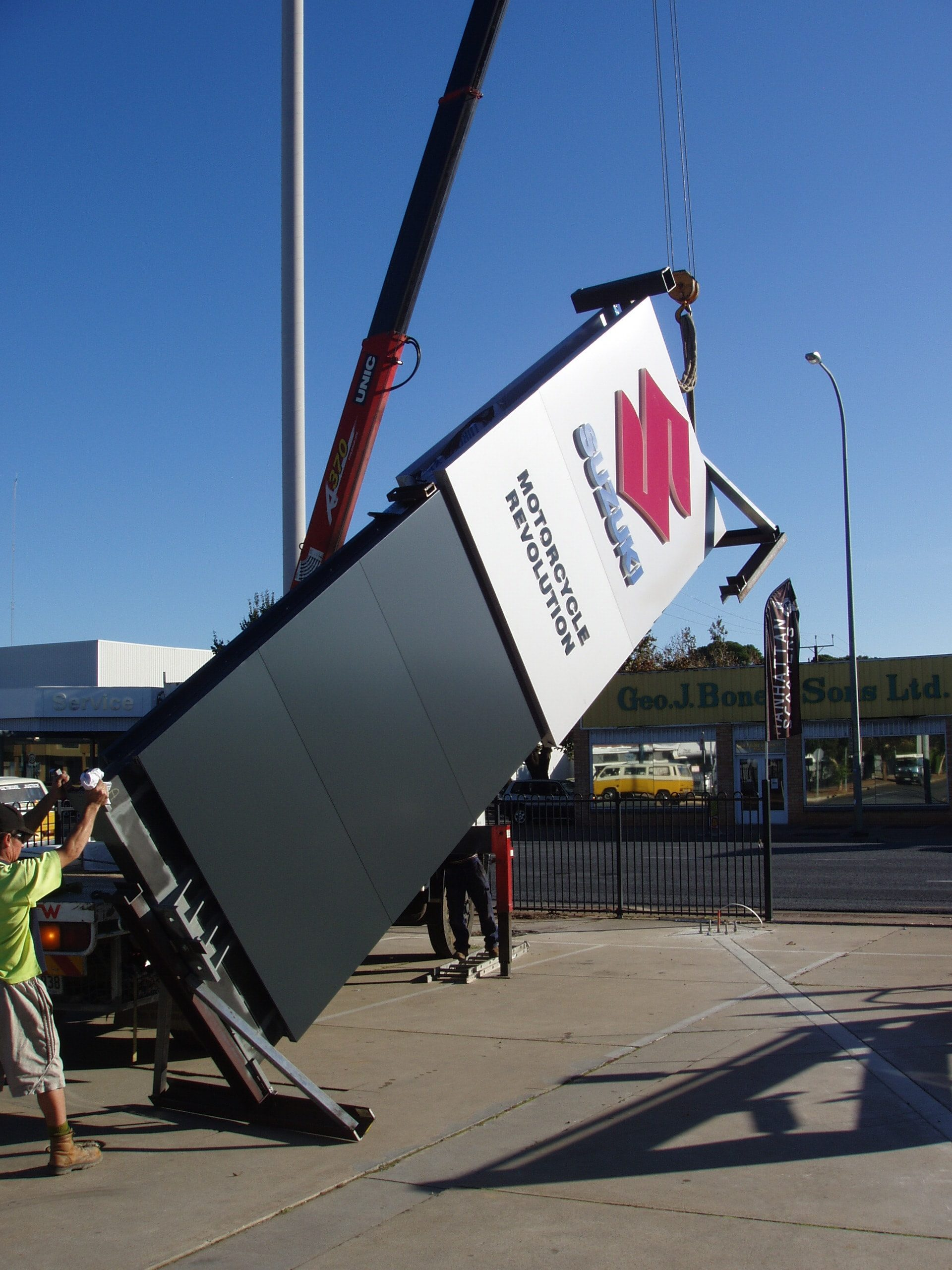 signage installation signwriters melbourne suzuki pylon