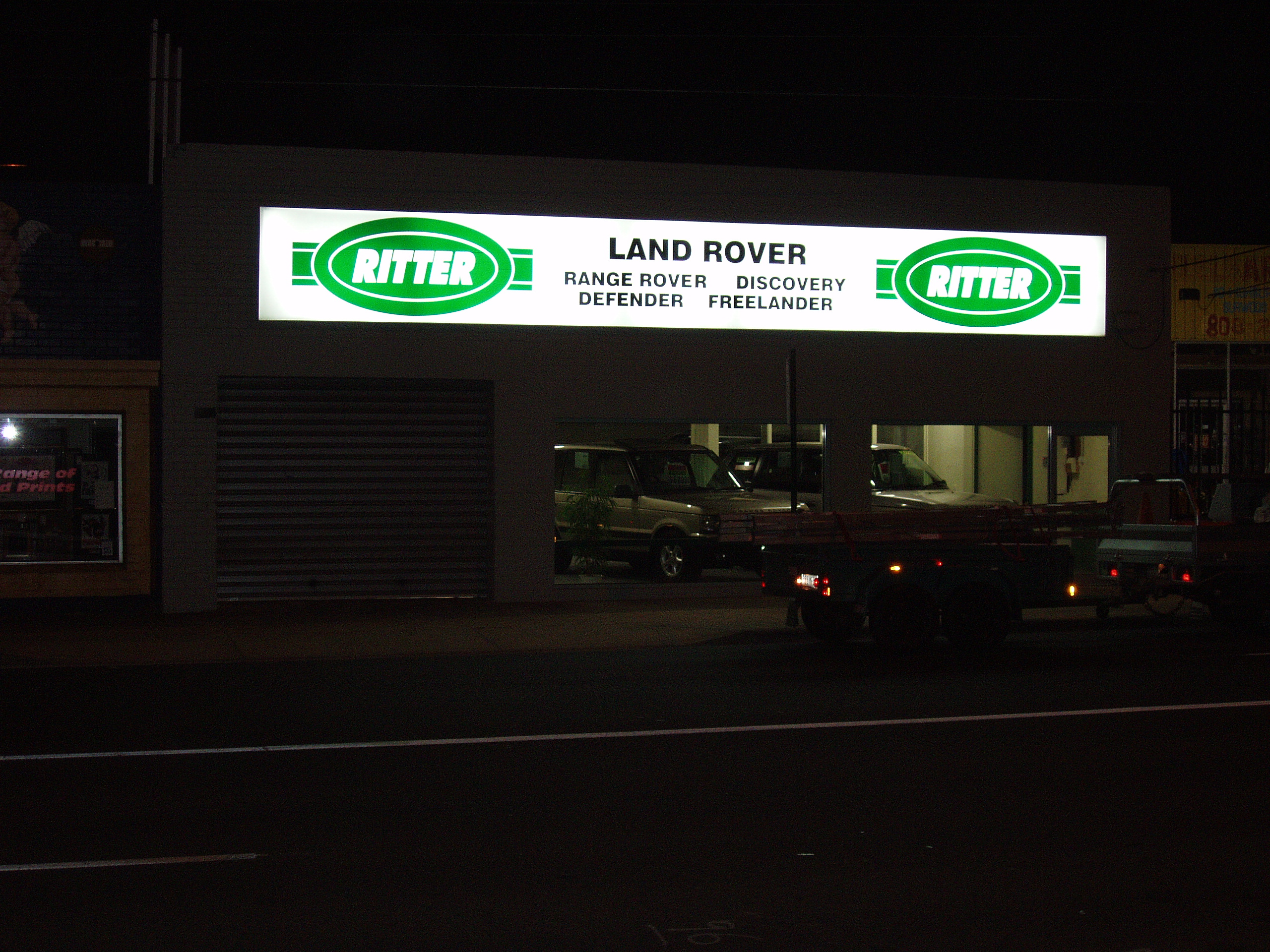 land rover ritter night illuminated signage building signage